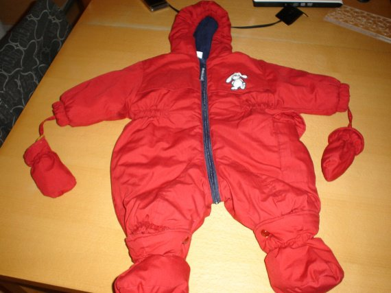 Combinaison hiver rouge taille 6 Mois
