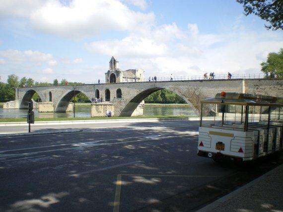 Sur le pont d'Avignon - on y danse on y danse lol