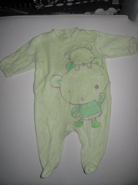 pyjama vert anis 2€