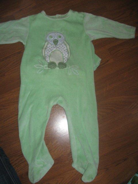 Pyjama velour vert 3€ passe a 2€