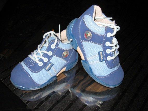 Chaussures BABAR T20 6€ Etat neuve