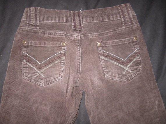 Vue des fesses pantalon velour chocolat