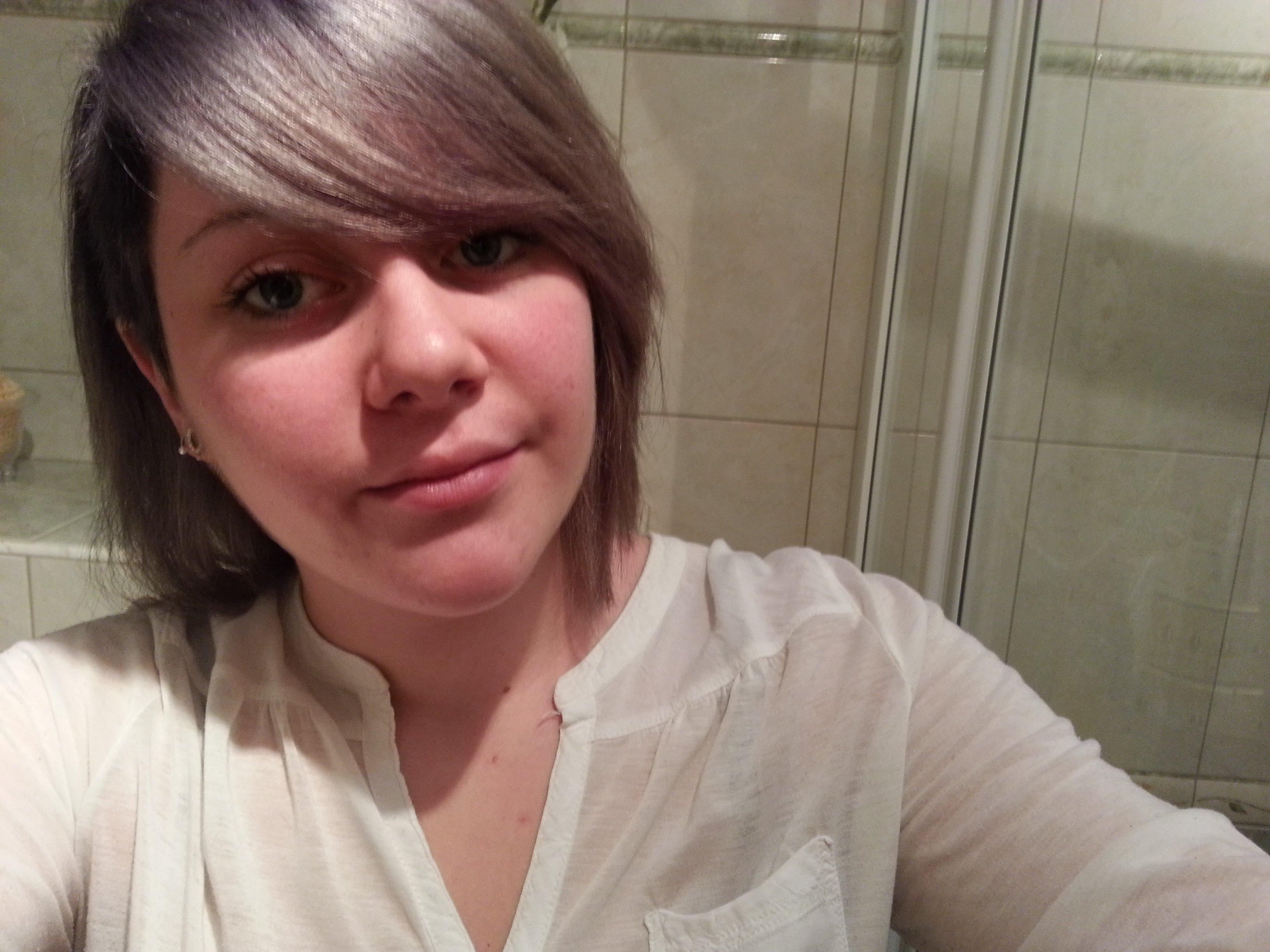 Couleur cheveux blanc argente