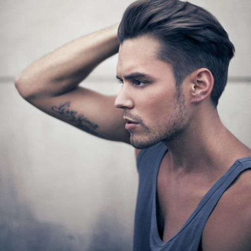 Coupe homme degrade raie