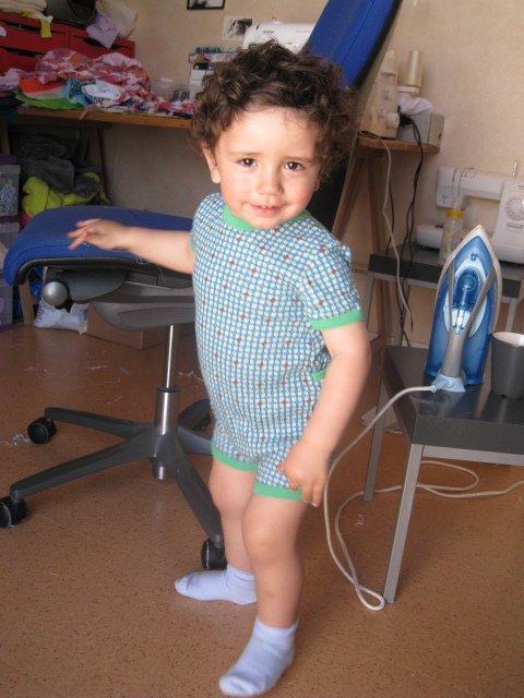 coiffure bébé garçon cheveux bouclés