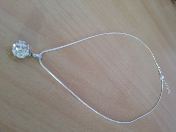 Collier boule STRASS 1€