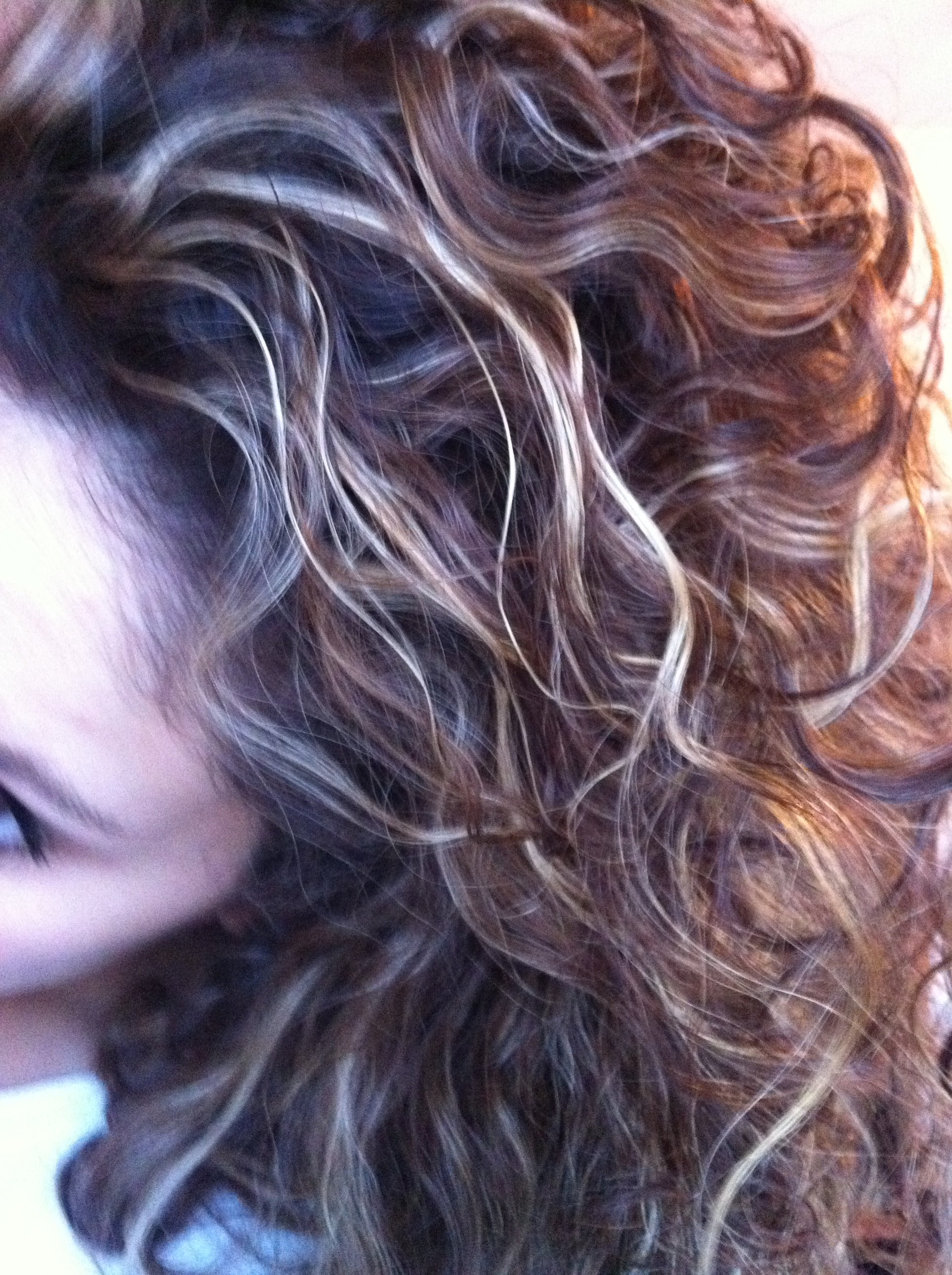 cheveux brun meche blonde photo coiffures de mode moderne. Black Bedroom Furniture Sets. Home Design Ideas
