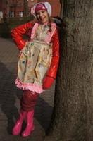 Klein-Bollozulma demonstriert für das Wetter!  rainweargirl, apron, downwear, oilskin, aprongirl, fr