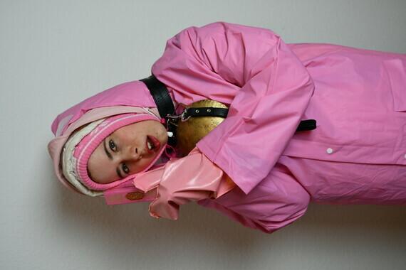deutsches Dhimmi Dienstmaedchen Zwanette mit einer Zusatzausbildung für muslimische Haushalte (142)