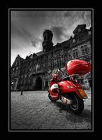 Mons - Moto rouge sur la Grand-Place