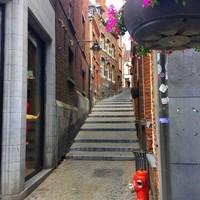 Mons, rue à Degrés