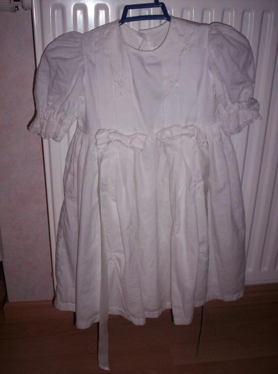 robe de bapteme ou mariage 3 ans 8€