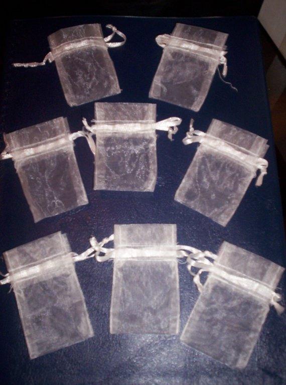 8 petits sac en tulle ivoire 3€