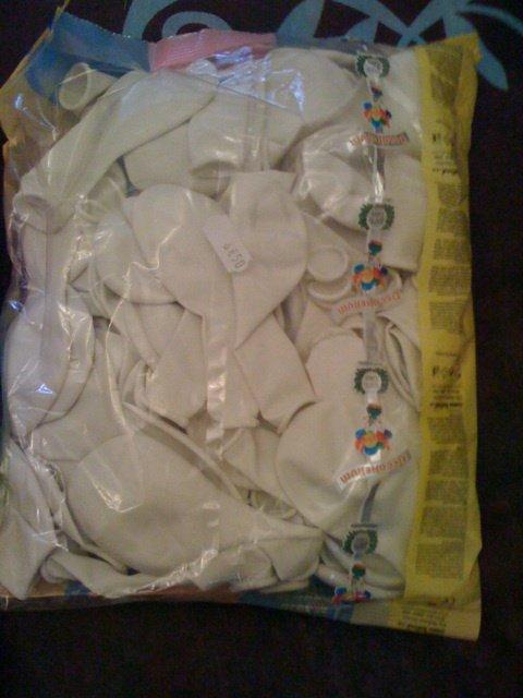 100 ballons blanc 4euros.