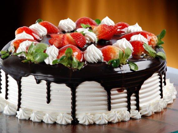 Chocolate-cream-cake_1600x1200