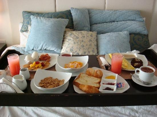 breakfast-in-bed-at-i