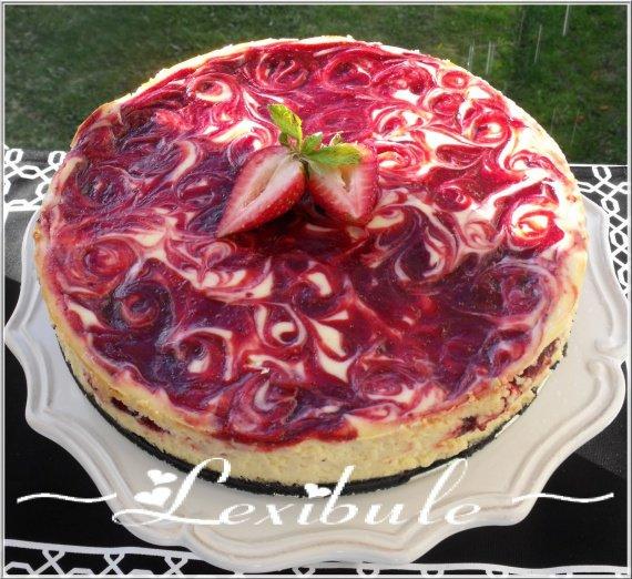 DSCF1587Les_mille_et_un_delices_de_Lexibule_G_teau_au_fromage_et_aux_spirales_de_fraises