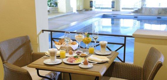 br_hp_restaurants_poolbistro