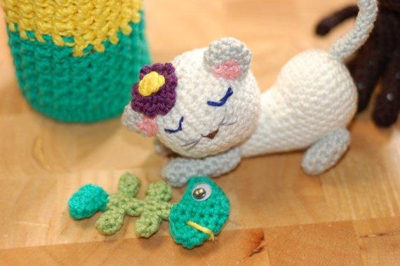 chat_blanc_dessus_ crocheté_gp