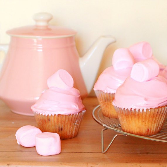 Cakes_in_the_city_cranberry_marshmallow_cupcakes2