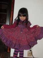toute contente avec sa nouvelle robe !!