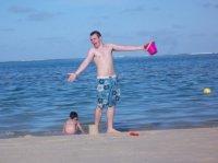 bravo grand frère ton 1er paté de sable !!