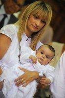 mon baptème à ST DENIS DE LA REUNION dans les bras de maman