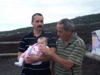 """avec papa et papi """"marron"""" devant les laves du volcan"""