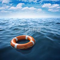 30573285-bouee-de-sauvetage-en-mer-bleue