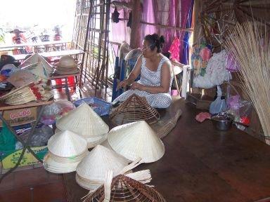 fabrique de chapeaux à Hué