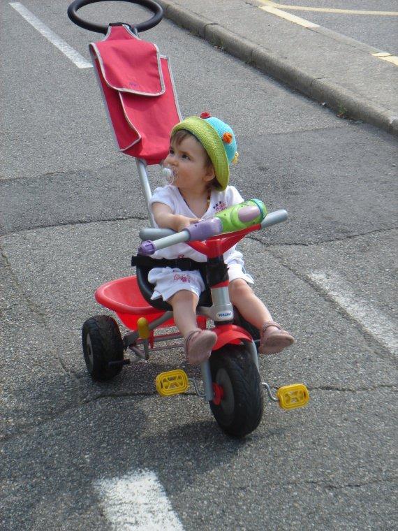 Mayleen, 14 mois et déjà elle se la joue pin-up!!!!
