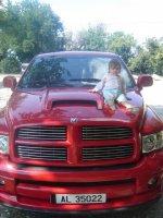 je suis toute minus sur la voiture de papa lol!!!