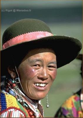 tibet-femme-chapeau