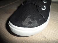 218 Chaussures en toile 3€ P28