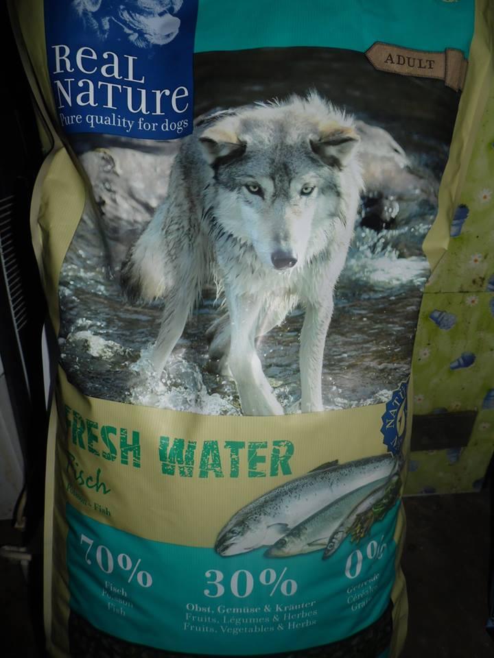 croquette pour chien au poisson delcon croquettes pour. Black Bedroom Furniture Sets. Home Design Ideas
