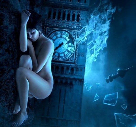 femme nue au fond de la mer