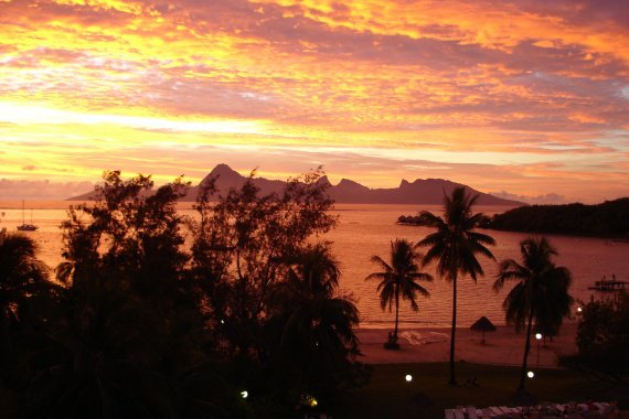 http://c.imdoc.fr/1/divers/photos-polynesie/photo/2595265259/42041508f8/photos-polynesie-soleil-couchant-img.jpg