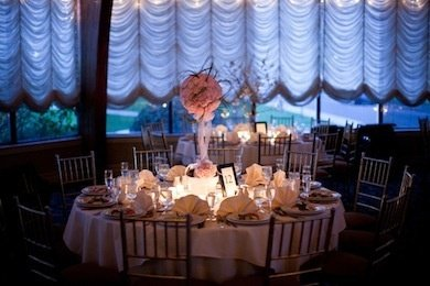 the_pros-wedding_decor-tables_white_and_pink