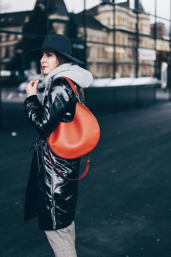 lackleder-vinyl-leder-trenchcoat-mantel-outfit-kombinieren-trends-herbst-mode-fashion-style-blog-who