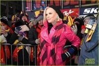 heres-how-jenny-mccarthy-stayed-warm-during-new-years-eve-07