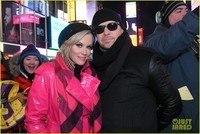 heres-how-jenny-mccarthy-stayed-warm-during-new-years-eve-04