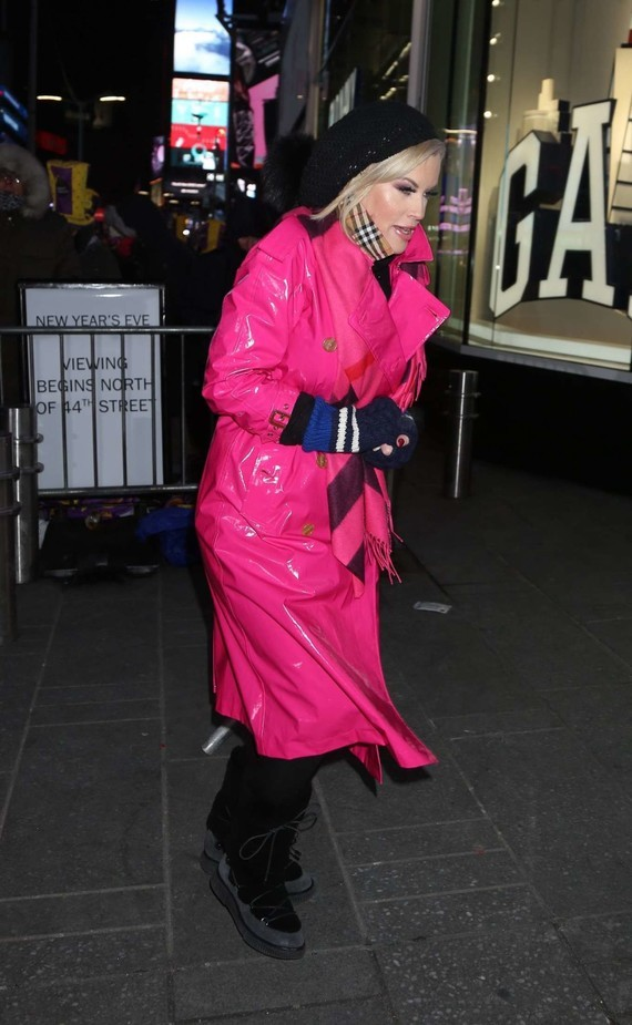 Jenny-Mccarthy_-2018-New-Years-Eve-Celebration-in-Times-Square-11