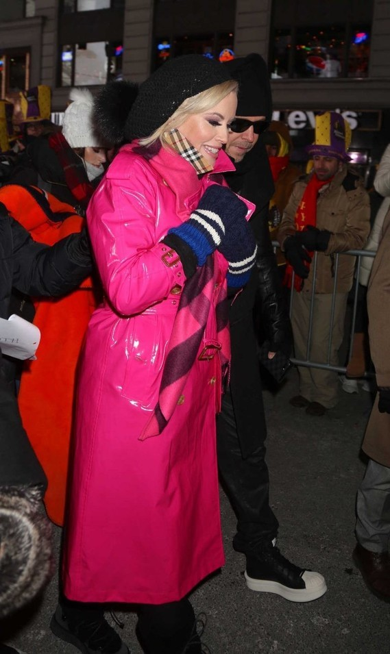 jenny-mccarthy-at-the-2018-new-years-eve-celebration-in-times-square-in-nyc-12-31-2017-3-768x1288