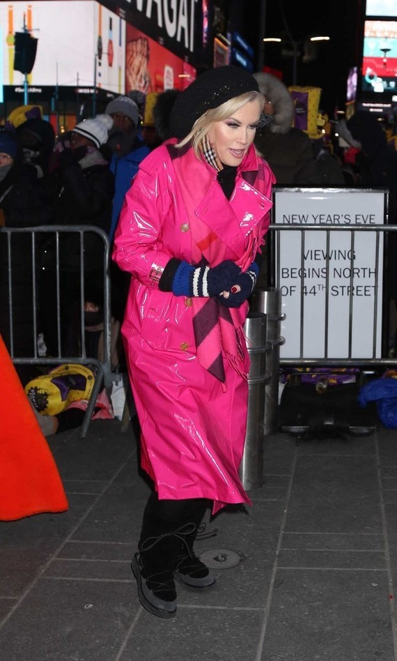 jenny-mccarthy-at-the-2018-new-years-eve-celebration-in-times-square-in-nyc-12-31-2017-4-768x1278