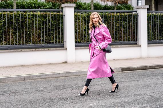 streetstyle-duesseldorf-vinyl-trenchcoat-fashion-blog-sunnyinga
