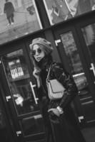 how-to-wear-beret-vinyl-coat-fashion-blogger-valeria-sytnik-ukraine