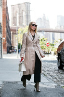 how-to-wear-vinyl-trench-682x1024