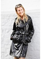 RAINMAC-Women-Kensington-Black-Lifestyle_1_77370735-bb1d-4eb7-b08e-06b27ffc0ab4_1024x1024