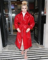 6588918-6424427-Red_hot_Paloma_Faith_turned_heads_as_she_stepped_out_following_a-m-50_1543070529592