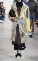 large_maison-margiela-metallic-rodeo-hologram-trench-coat2